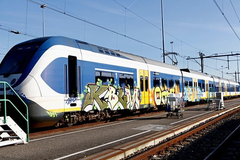 grafity-en-treinschoonmaak-door-uitzendbureau-jobsxlplus-Utrecht